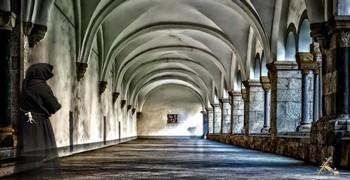 Побег из старого монастыря