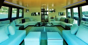 Современный дом на лодке